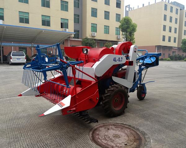 Wheel Type Full Feeding Combine Harvester Machine